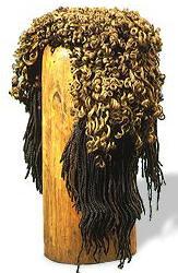 Tipica parrucca a treccioline